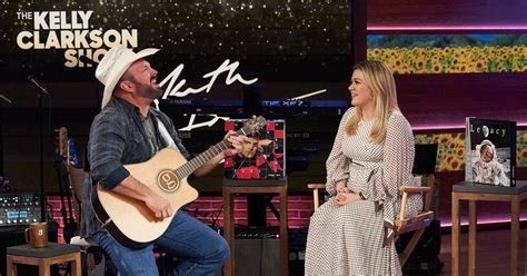Garth Brooks moved Kelly Clarkson to tears when he