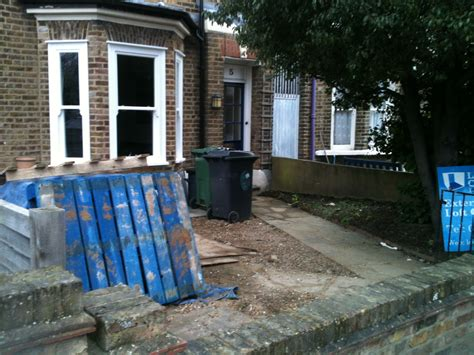 Traditional Front Garden design for East London - Earth