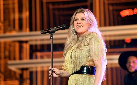 Kelly Clarkson Taping Pilot for New Daytime Talk Show