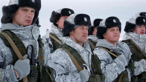 Russian Paratroopers Jump at 10K Meters Over Arctic Base