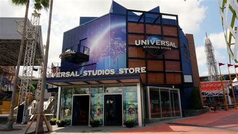 Shopping and merchandise at Universal Orlando - complete